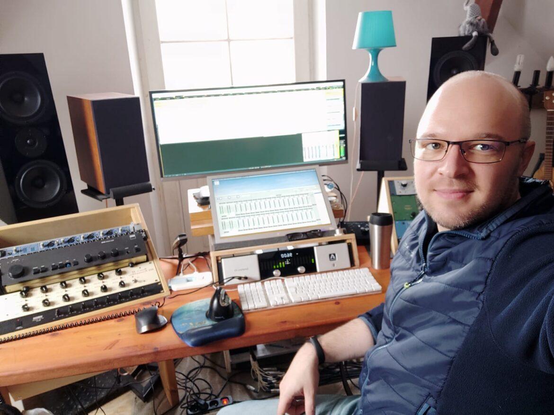 Naszym gościem, uważany w Polsce za najlepszego realizatora mixu i nagłośnienia, Marcin Szwajcer