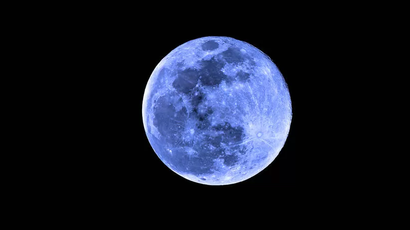 Wyjątkowe zjawisko nad Polską. Na niebie ukazał się niebieski Księżyc.