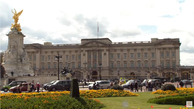 Transmisja na żywo sprzed Pałacu Buckingham w Londynie