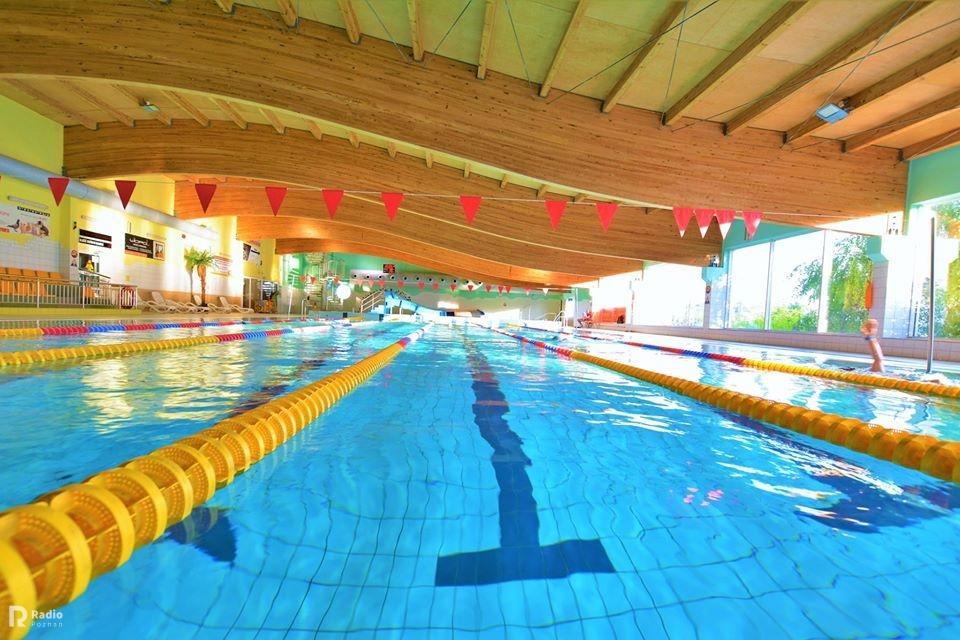 Woda w basenie zabija koronawirusa w 30 sekund.
