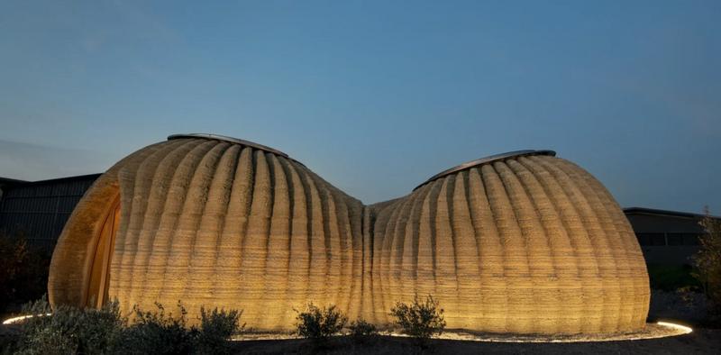 Ekologiczny dom ma 60m2, a do budowy potrzeba tylko ziemi. Powstał z pomocą drukarki 3D